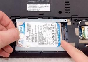 Извлекаем HDD из разъема